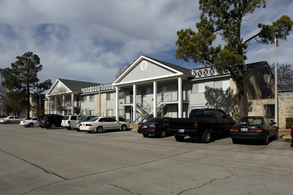 Exterior view of Charleston Apartments in Norman