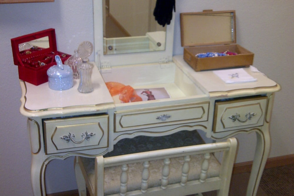 Apartment with makeup vanity table at Courtyard Estates at Cedar Pointe in Pleasant Hill, Iowa.
