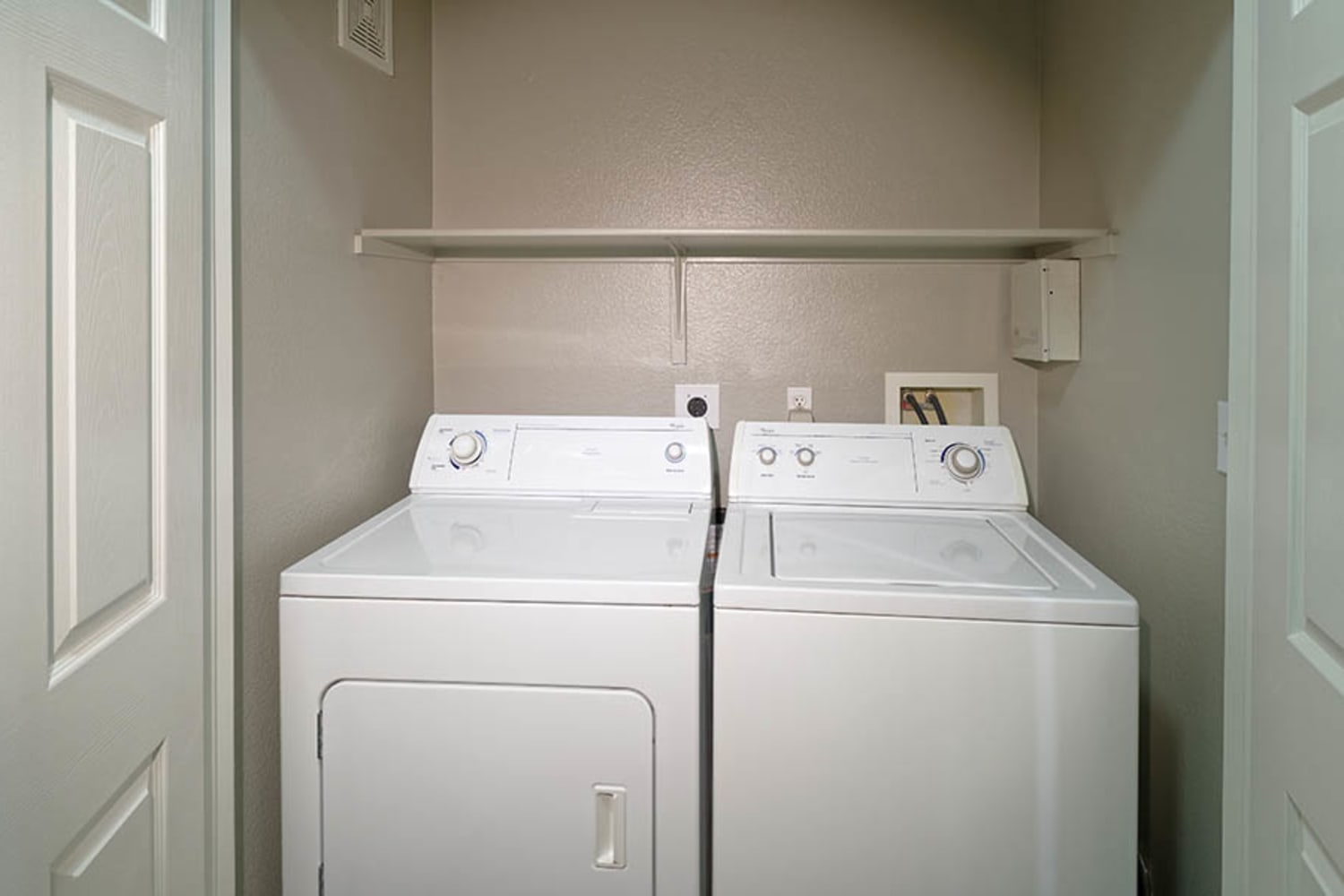 Camino Real offers in unit washers and dryers in Rancho Cucamonga, California
