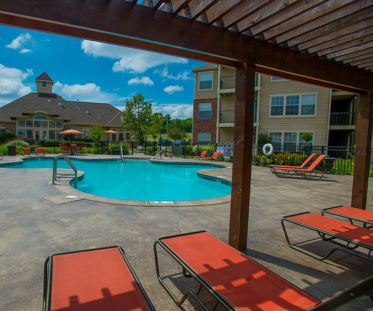 Resort style pool at Nickel Creek Apartments in Tulsa, Oklahoma