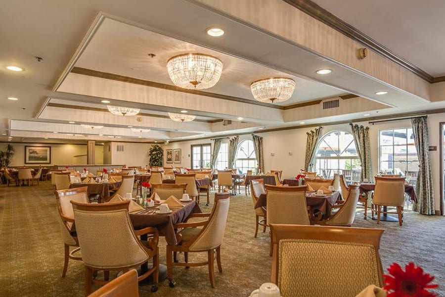 Community dining room at The Commons at Woodland Hills in Woodland Hills, California
