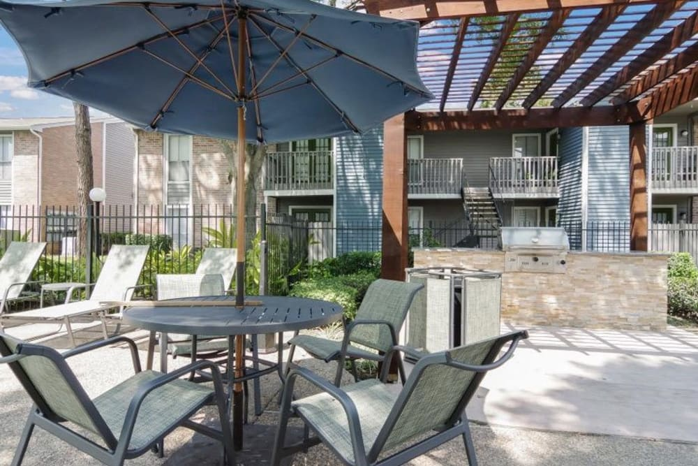Poolside BBQ with tons of seating for residents and friends at Vantage Point in Houston, Texas