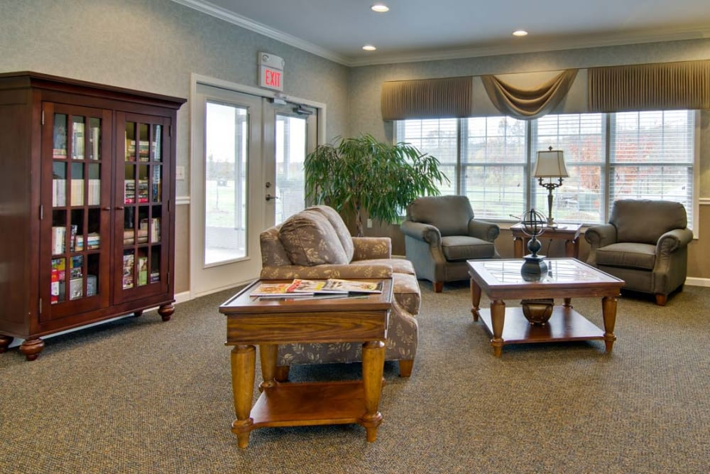 Enjoy a common room with friends at Field Pointe Assisted Living senior living community in Saint Joseph, Missouri