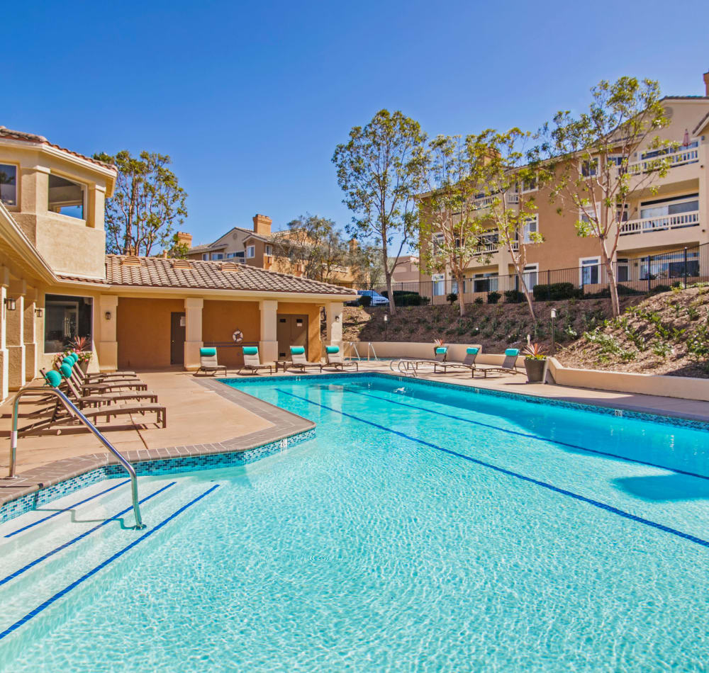 Resort-style swimming pool at Sofi Canyon Hills in San Diego, California
