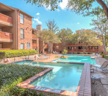 Community pool at Churchill Crossing Apartments
