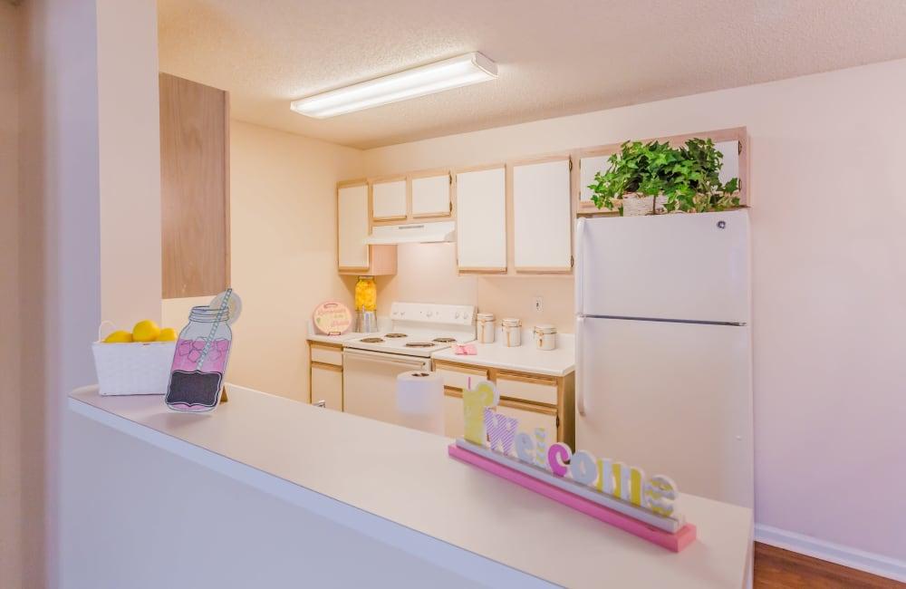 A large apartment kitchen at The Retreat at Sherwood in Sherwood, Arkansas