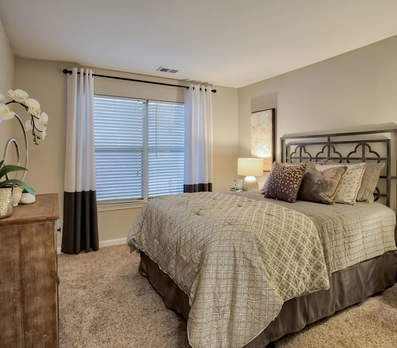 Spacious bedroom at Hunter's Chase Apartments in Midlothian, Virginia