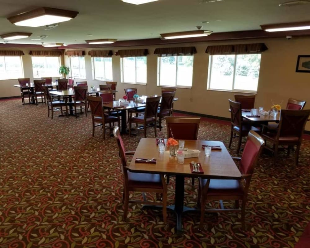 Large resident dining room at Manning Senior Living in Manning, Iowa.
