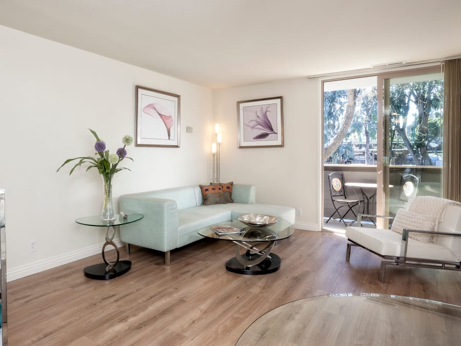Model living room at Palo Alto Plaza in Mountain View, California