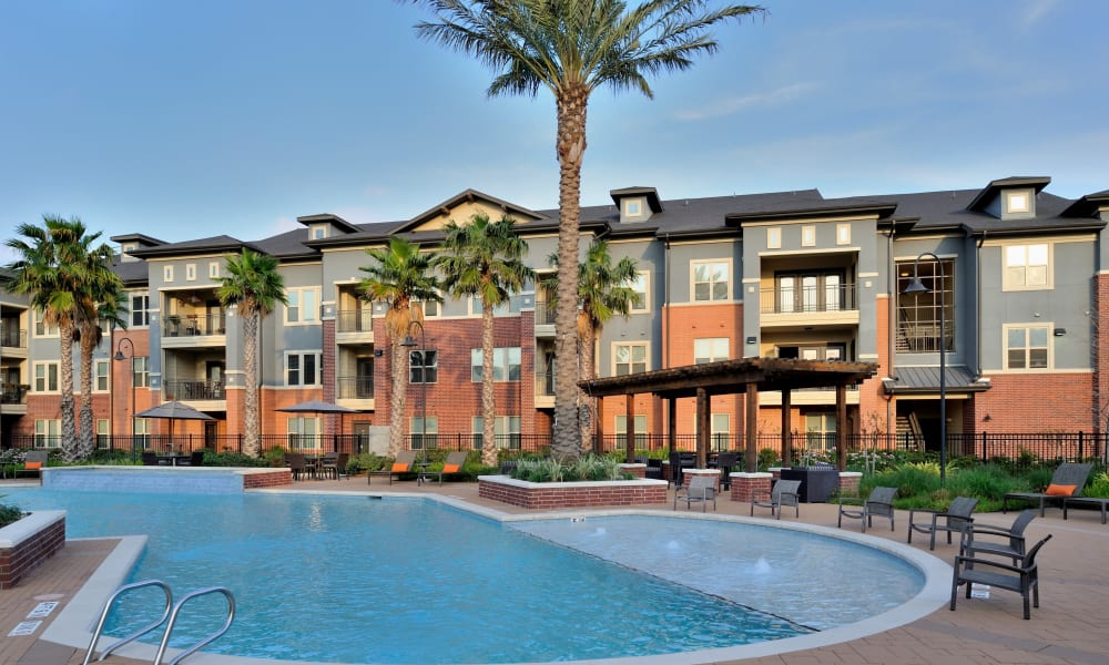 Modern swimming pool at Grand Reserve Katy in Katy, Texas