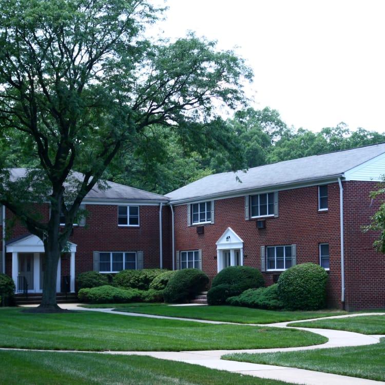 Walking paths at Wingate Apartments