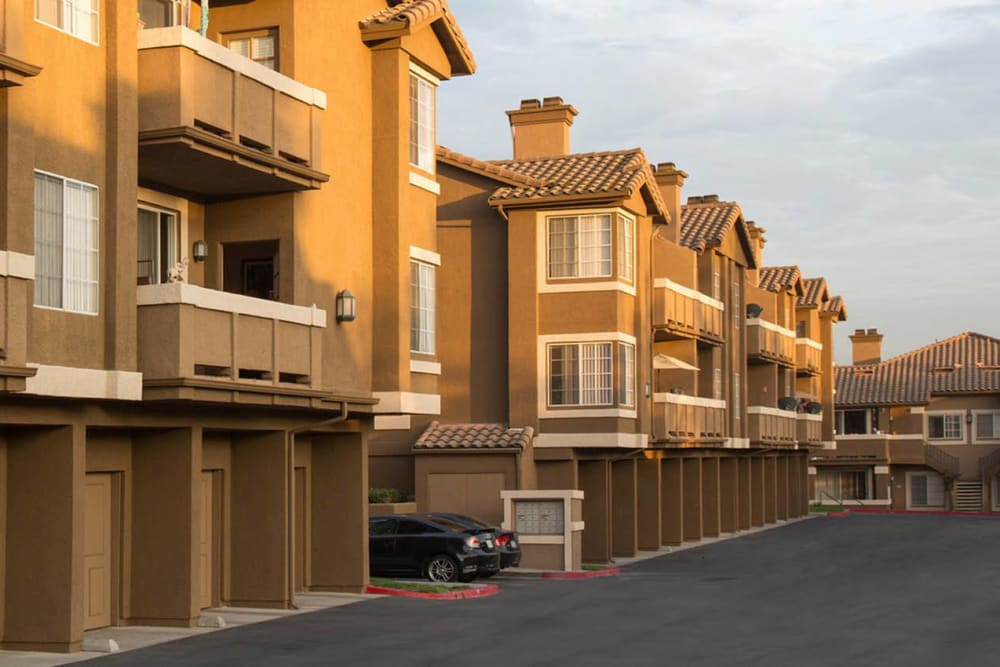 Beautiful modern exterior of Paloma Summit Condominium Rentals in Foothill Ranch, California