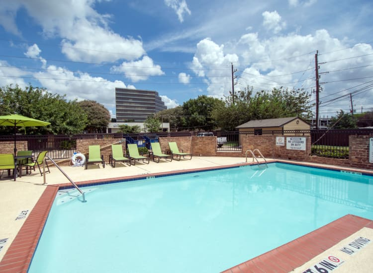 Second resident pool at Stonecrossing of Westchase in Houston, Texas.