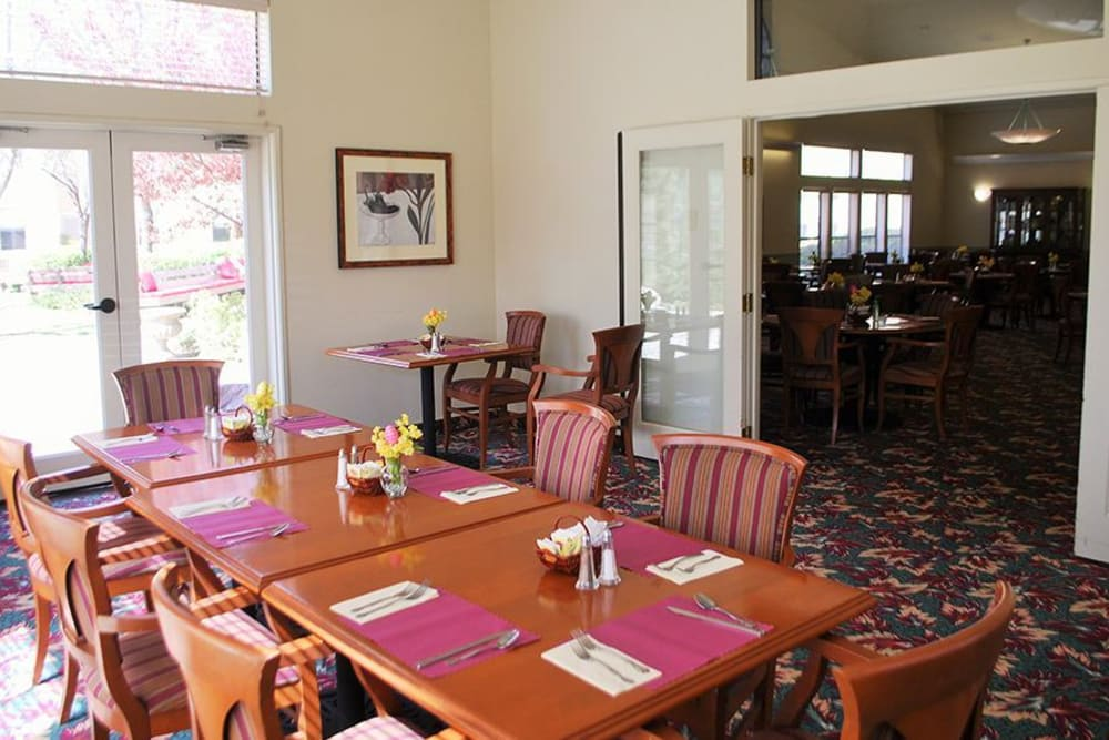 Dining area at Hilltop Commons Senior Living in Grass Valley, California