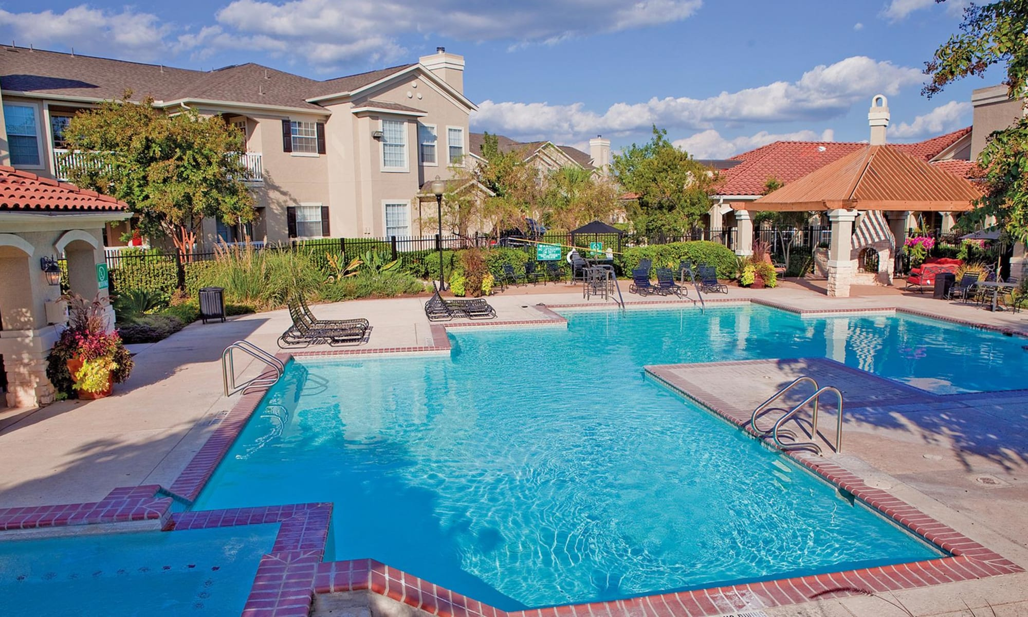 Apartments at The View at Encino Commons in San Antonio, Texas