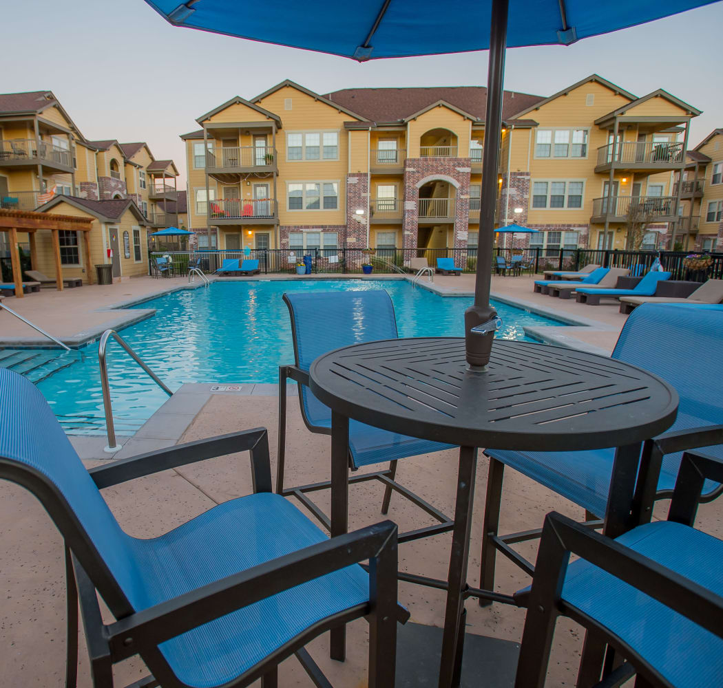 Poolside seating at Mission Point Apartments in Moore, Oklahoma