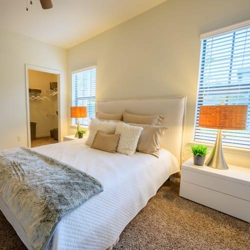 View virtual tour of a 1 bedroom 1 bathroom apartment at Verandas at Shavano in San Antonio, Texas