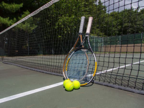Tennis court at London Court Apartments in Merrimack, New Hampshire