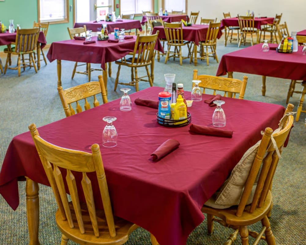 Large resident dining room at SunnyBrook Carroll in Carroll, Iowa.