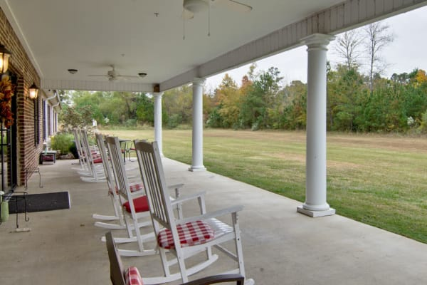 Covered seating on the porch at Montgomery Gardens in Starkville, Mississippi