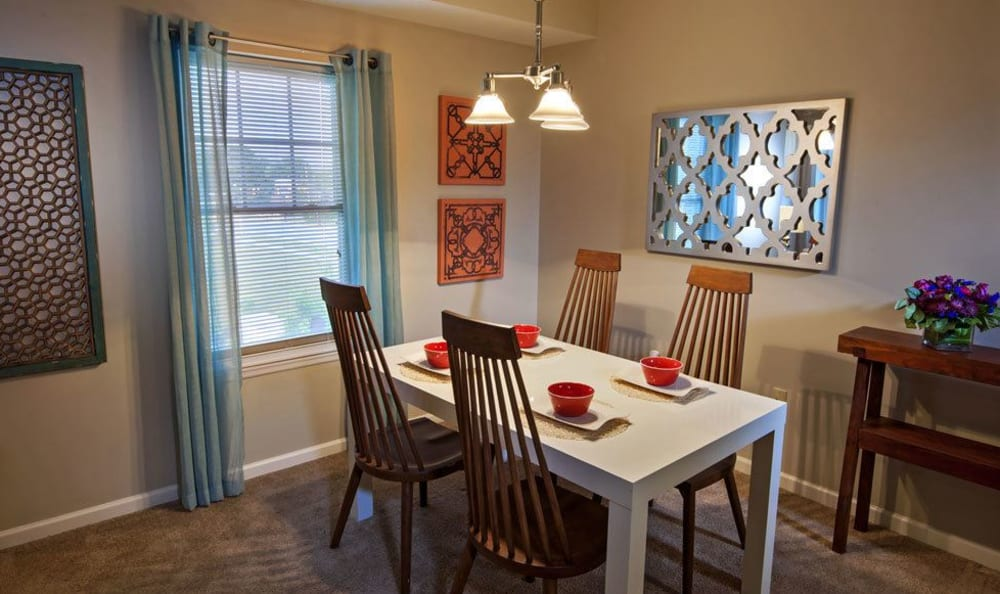 Dining area at Rochester Village Apartments at Park Place in Cranberry Township