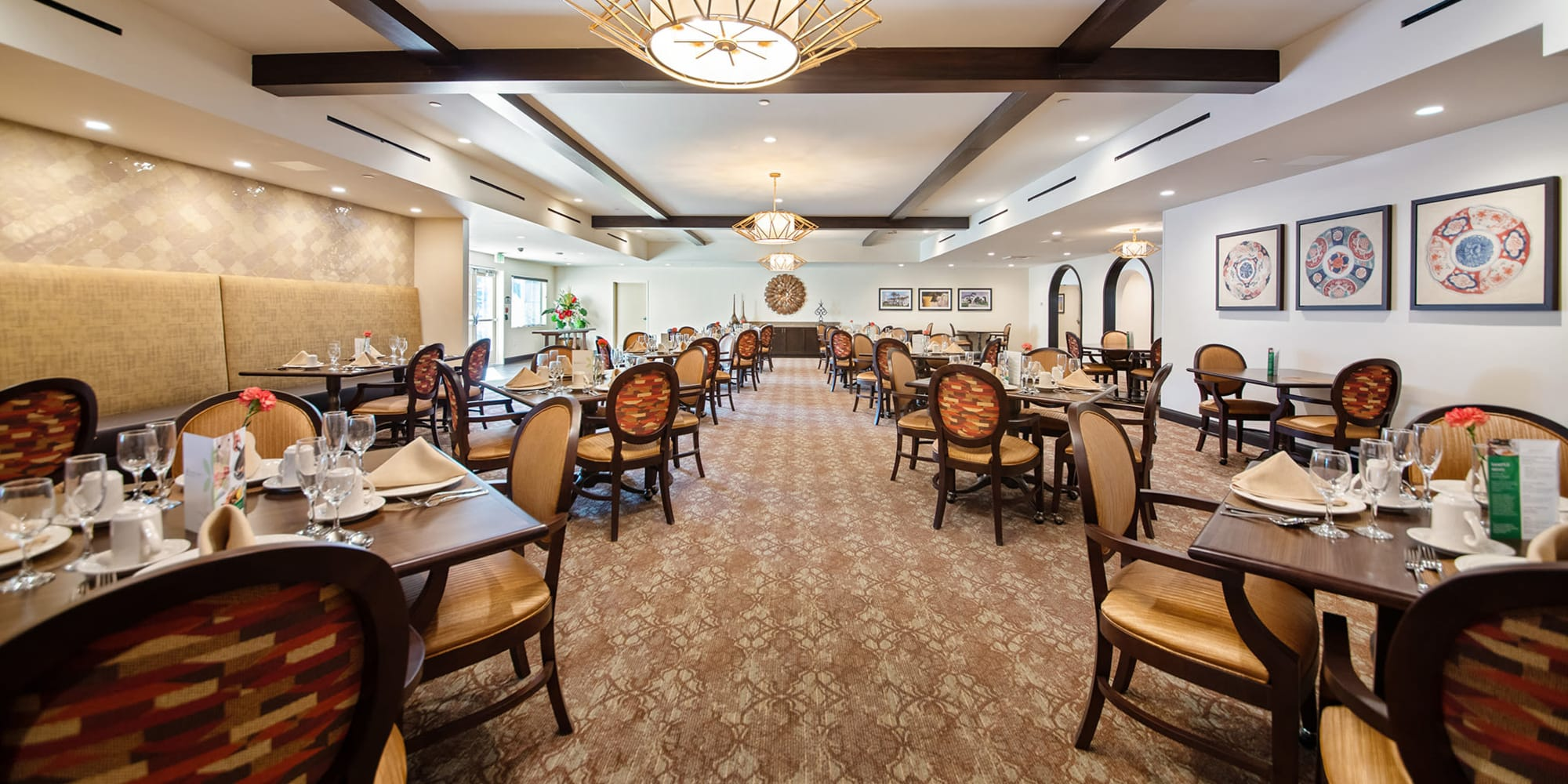 Dining and common area at Regency Palms Oxnard
