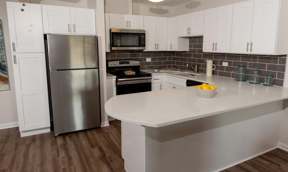 Full kitchen at Mandalane Apartments in Wheeling, Illinois