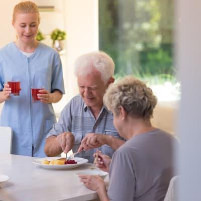 Seniors having lunch at The Glenn Buffalo in Buffalo, Minnesota