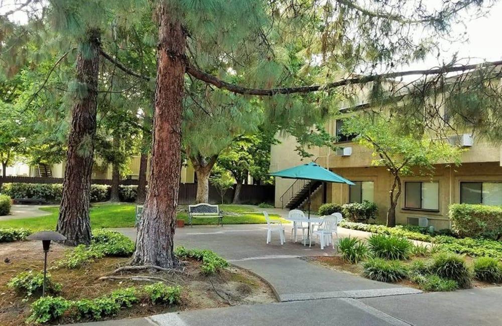 Exterior photo of Leisure Manor Senior Living in Sacramento, California