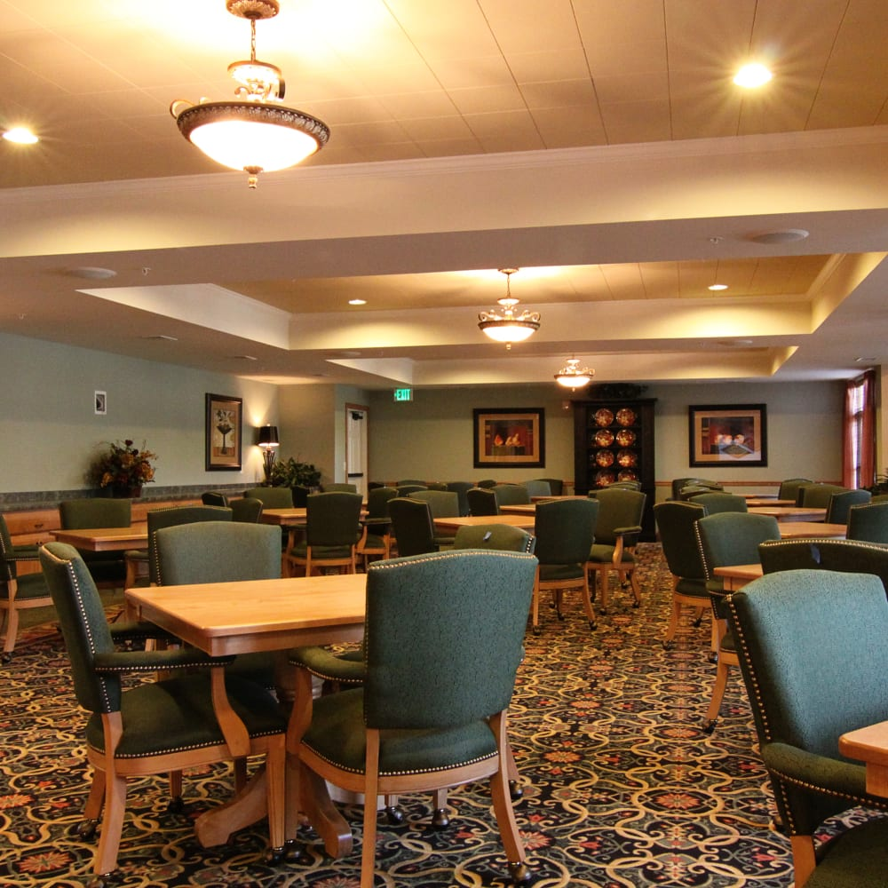 Resident dining room at Applewood Pointe Bloomington at Southtown in Bloomington, Minnesota.
