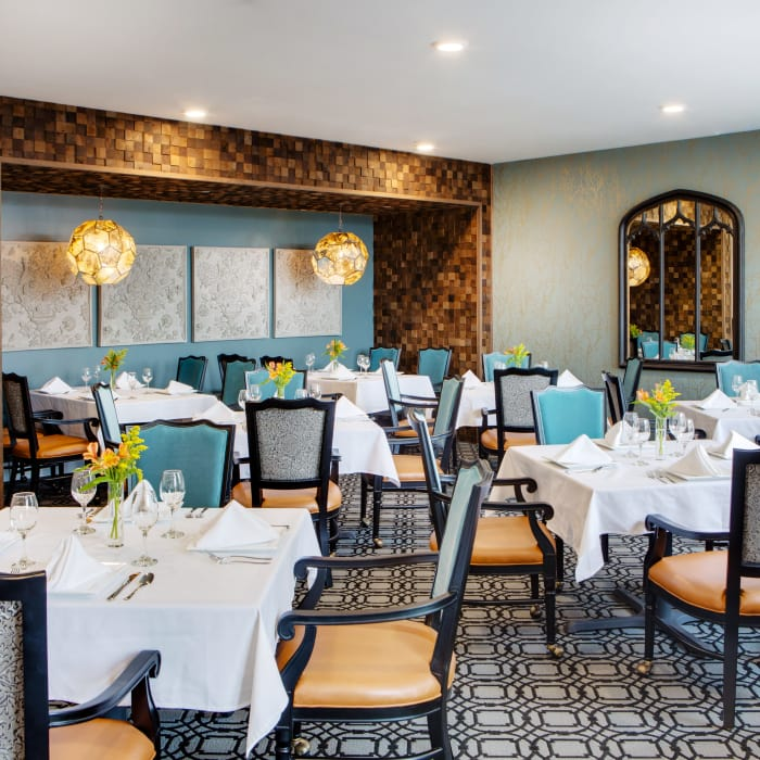 Enjoy a dining area at Stonecrest of Town & Country senior living facility
