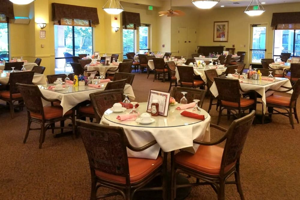 Dining area at Winding Commons Senior Living in Carmichael, California