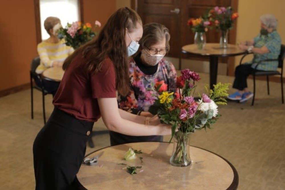 Resident making a flower arrangement at Orchard Pointe at Surprise