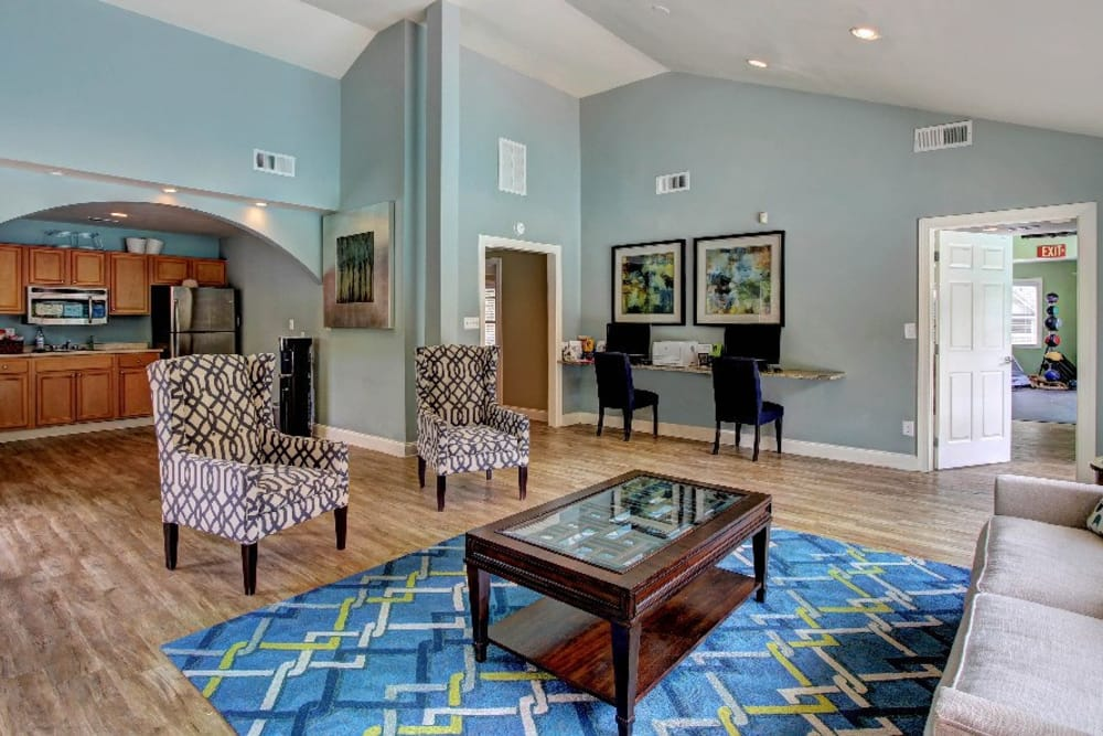 Enjoy family in the living room at The Marquis Perimeter Center in Atlanta, The Marquis Perimeter Center