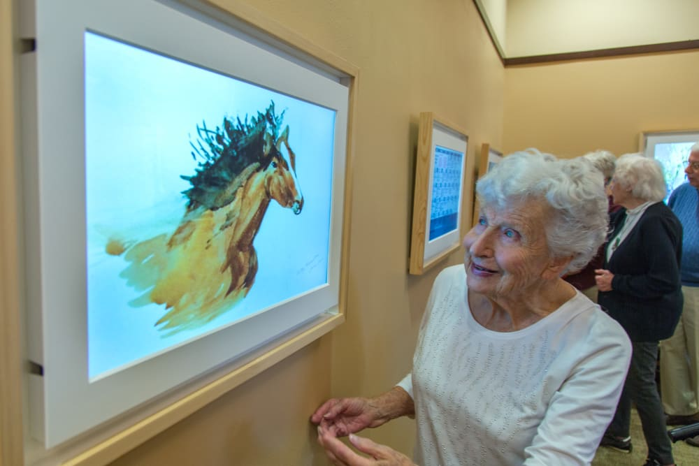 Residents at an art gallery near Royal Palm Senior Living in Port Charlotte, Florida