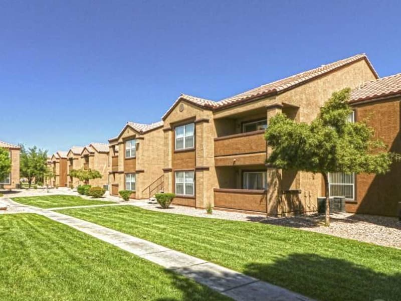 Green grass and nice walking paths at Monterra Apartment Homes