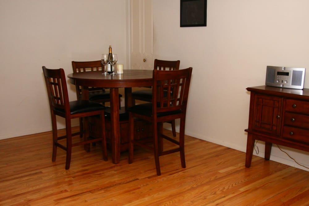 Alternative dining room model at Cloverdale Associates