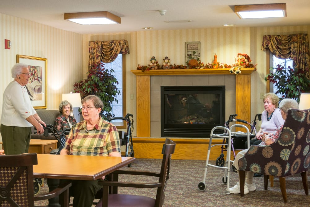 Residents chatting in the lounge at Meadow Lakes Senior Living in Rochester, Minnesota.