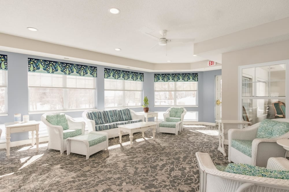 Sun room at Applewood Pointe of Roseville in Roseville, Minnesota