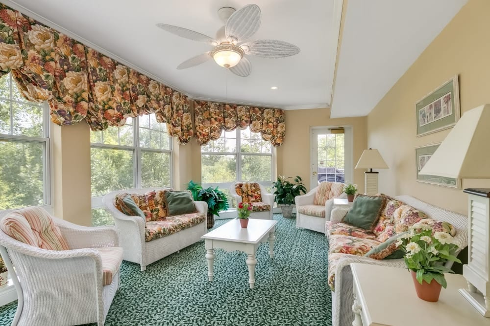 The resident sun room at Applewood Pointe Woodbury community in Woodbury,  Minnesota.