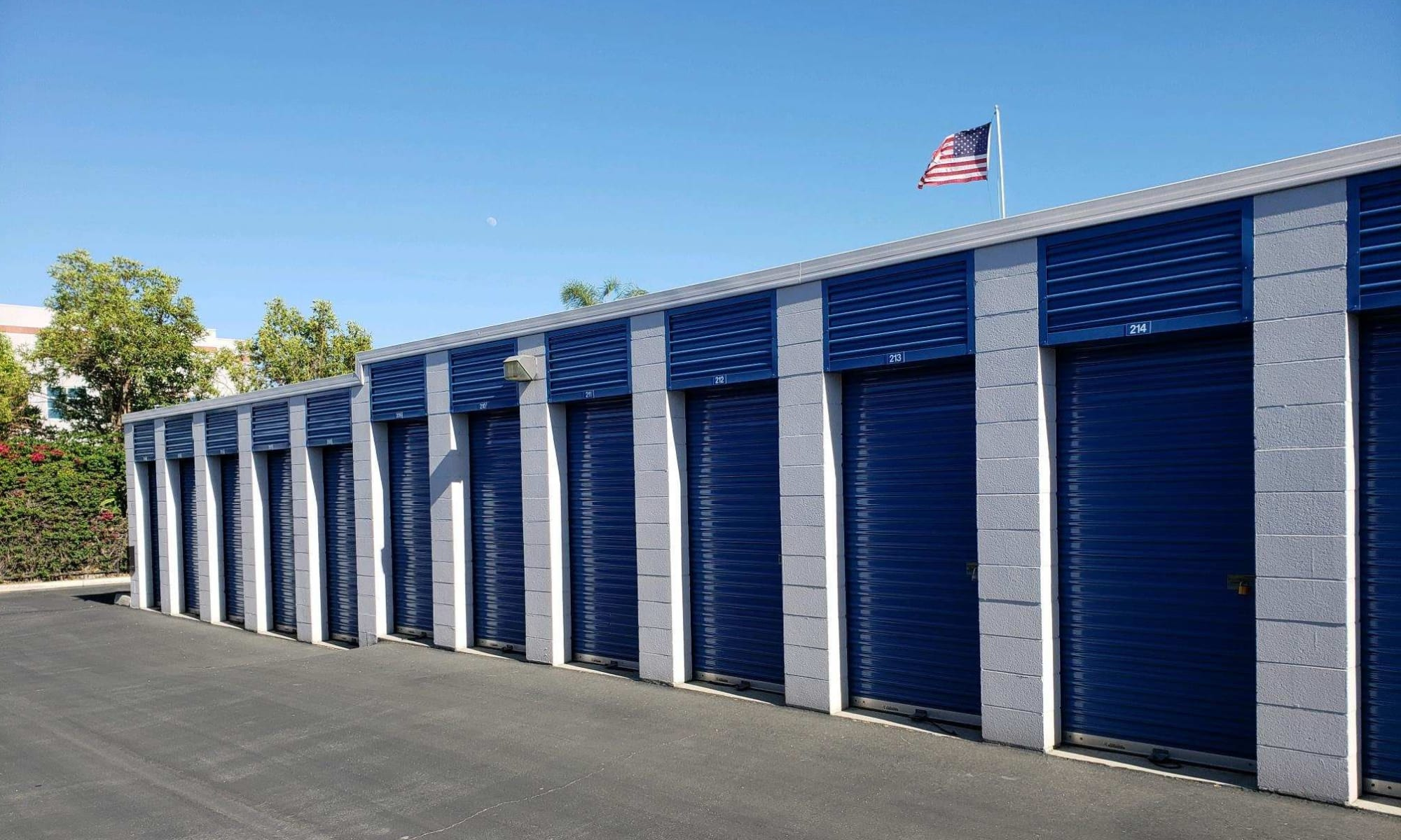 Self storage in Pomona CA