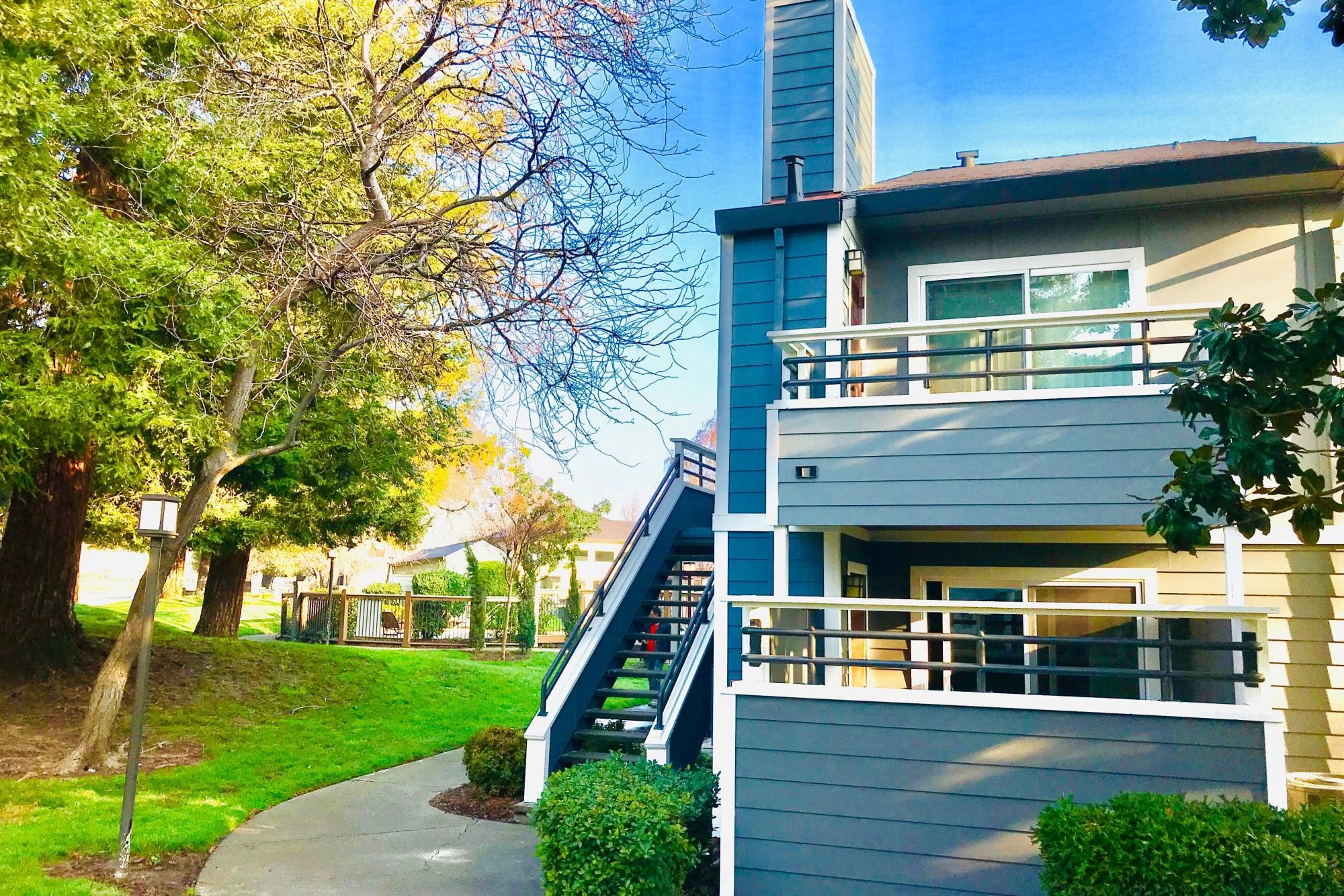 Luscious green grass at Bennington Apartments