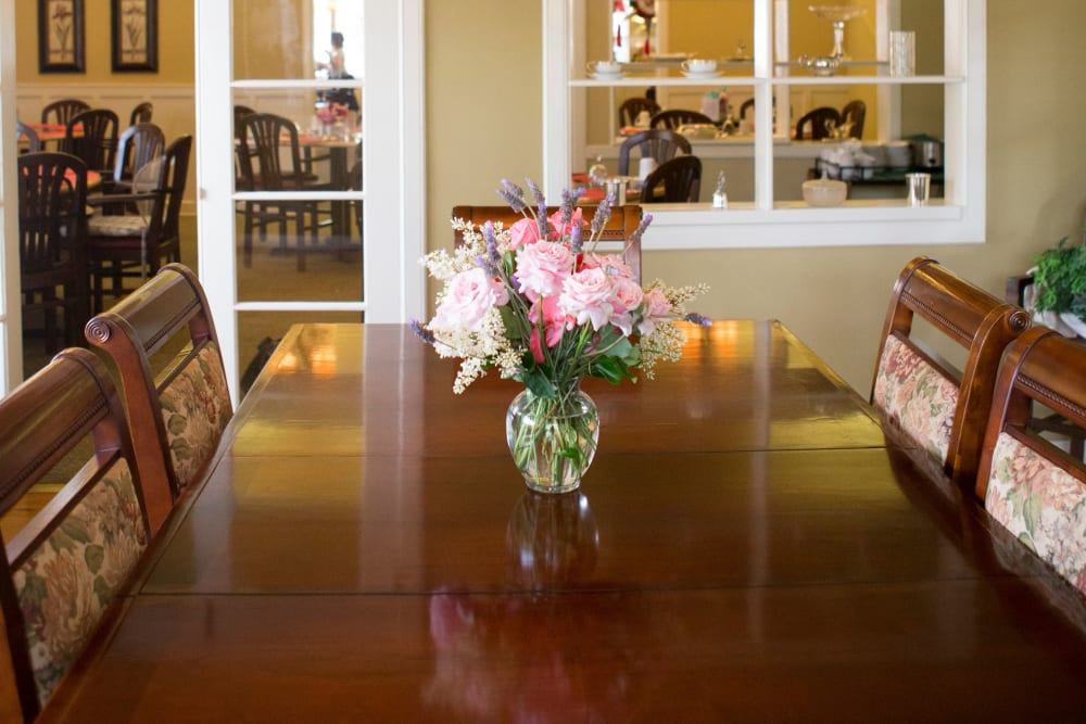 Flowers on a dining room table at Gables of Ojai in Ojai, California