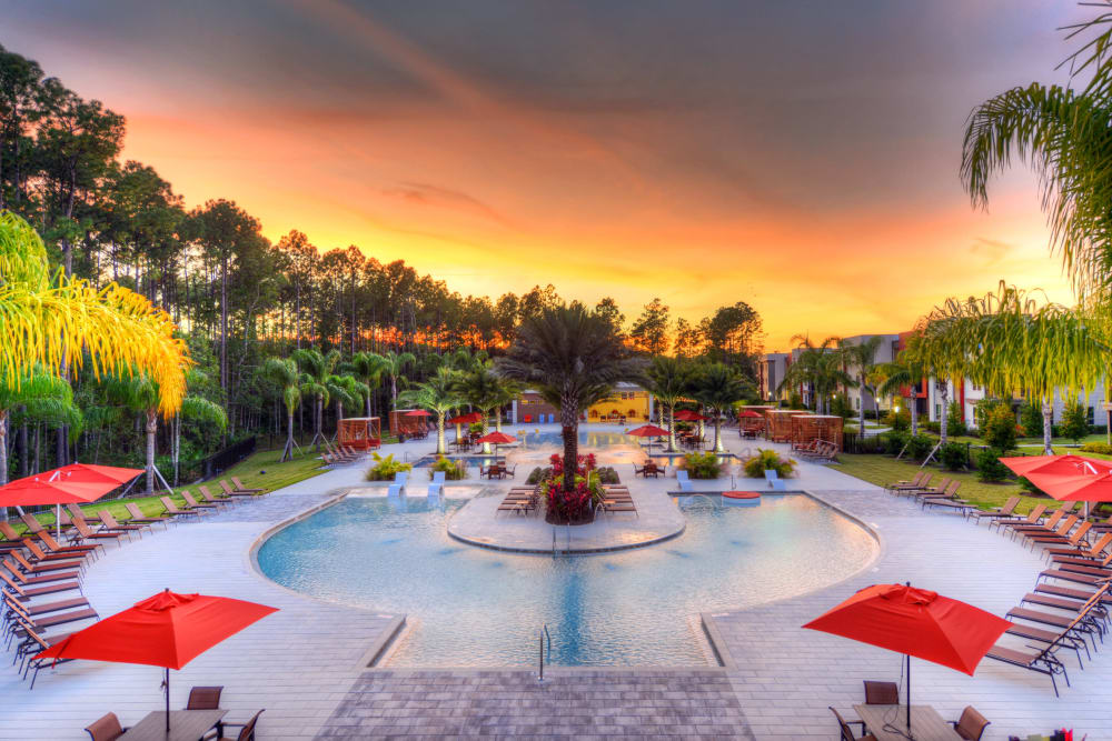 Luxor Club in Jacksonville, Florida offers beautiful exterior swimming pool