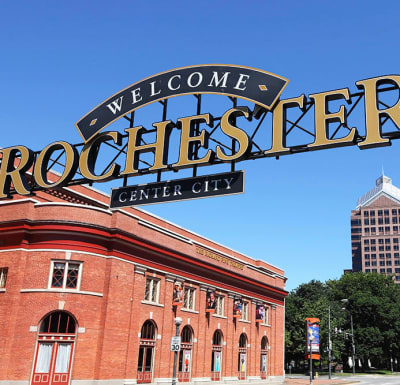 Sign to welcome you to Rochester