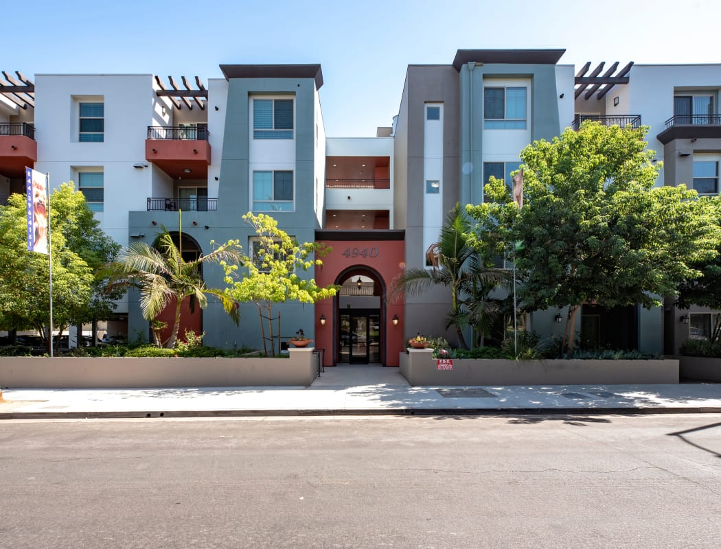 Exterior view of our apartment community at IMT Park Encino in Encino, California