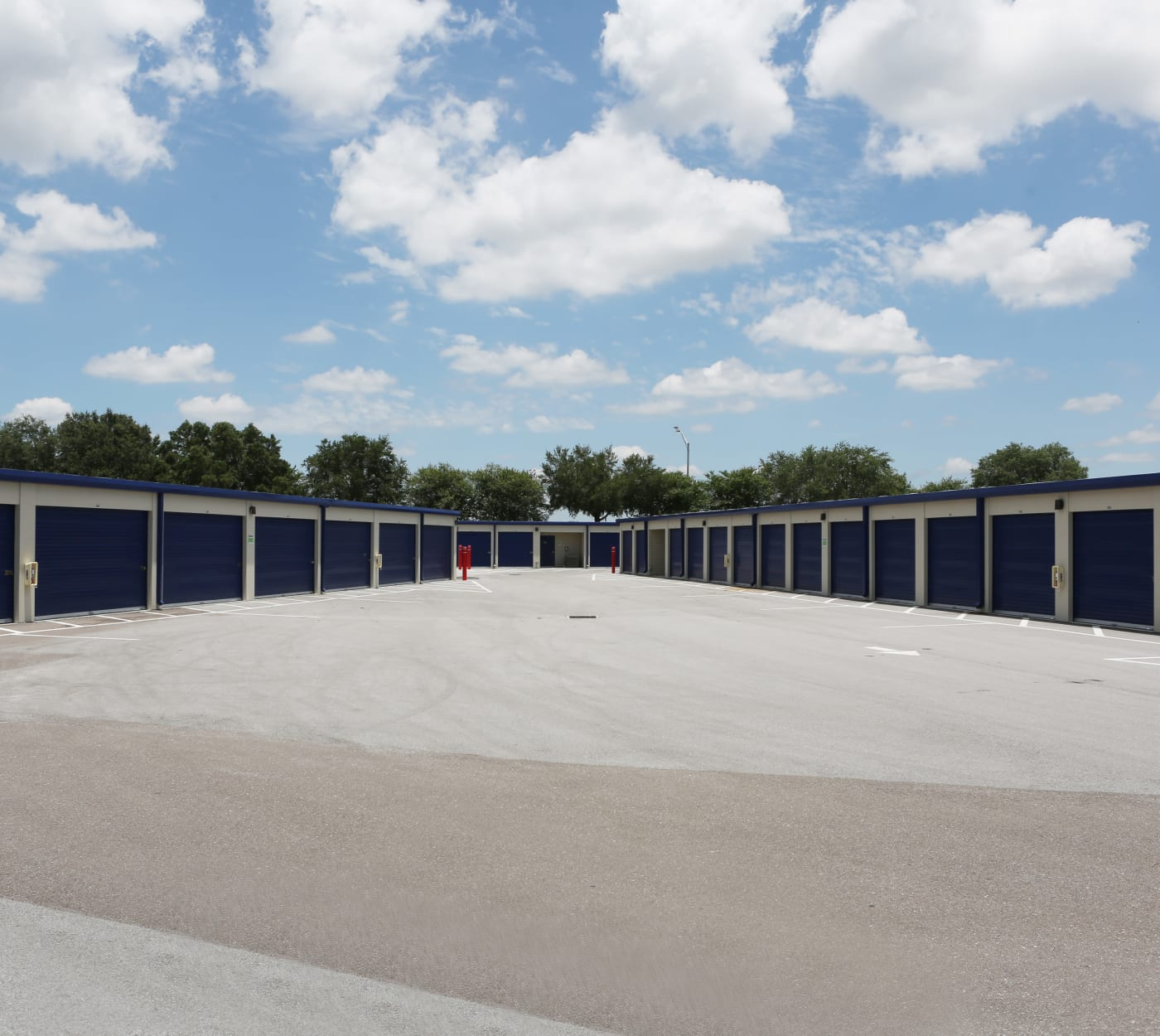 Large driveway at Midgard Self Storage in Bradenton, Florida