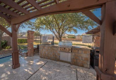 Barbecue area with gas grills at Village Green of Bear Creek in Euless, Texas