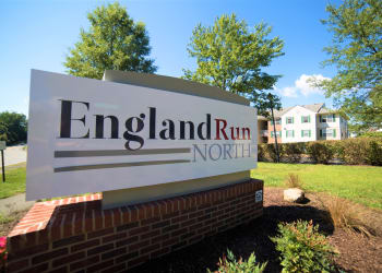 England Run North sign at England Run North Apartments