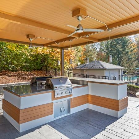 Community and unit amenities at Pebble Cove Apartments in Renton, Washington
